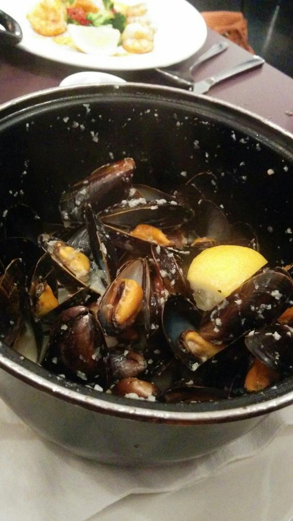 mussel pot